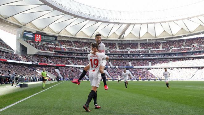 Jesús Navas celebrates Luuk de Jong's goal at Wanda.