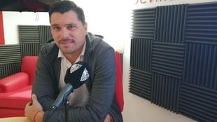 Cristian Toro durante una entrevista en la radio oficial del club.