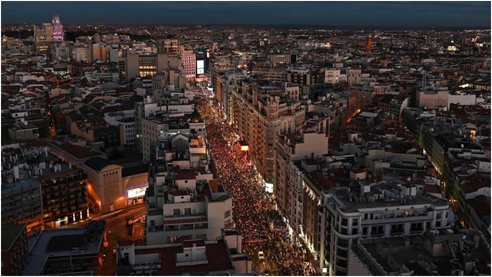 Vista aérea de la manifestación del 8M de Madrid a su paso por la...