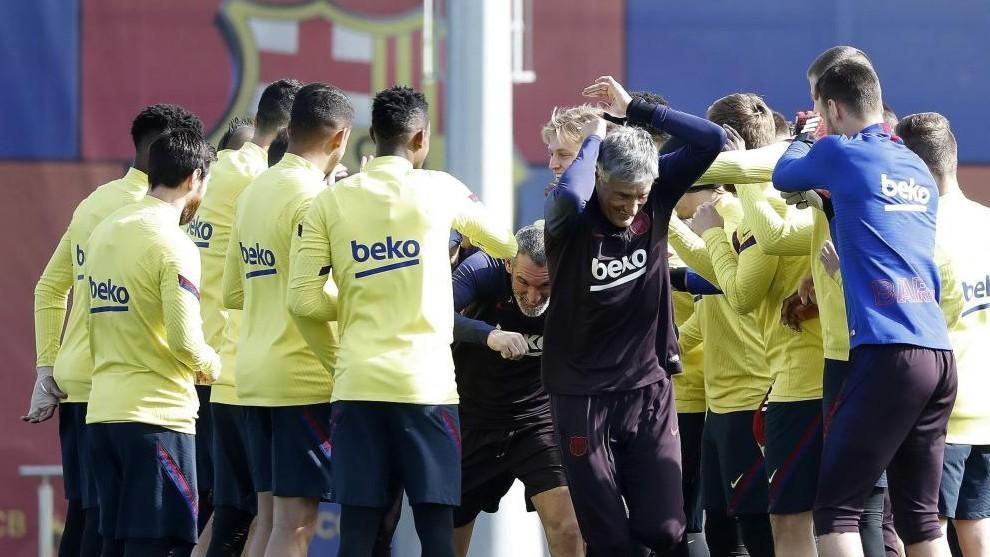 Setién y varios jugadores del Barcelona