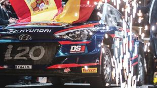 Surhayen Pernía y el Hyundai de Terra Training Motorsport.