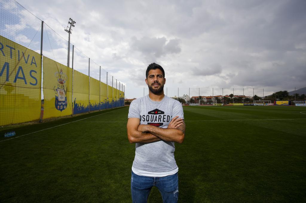 Aythami Artiles, capitán de Las Palmas, posando para MARCA