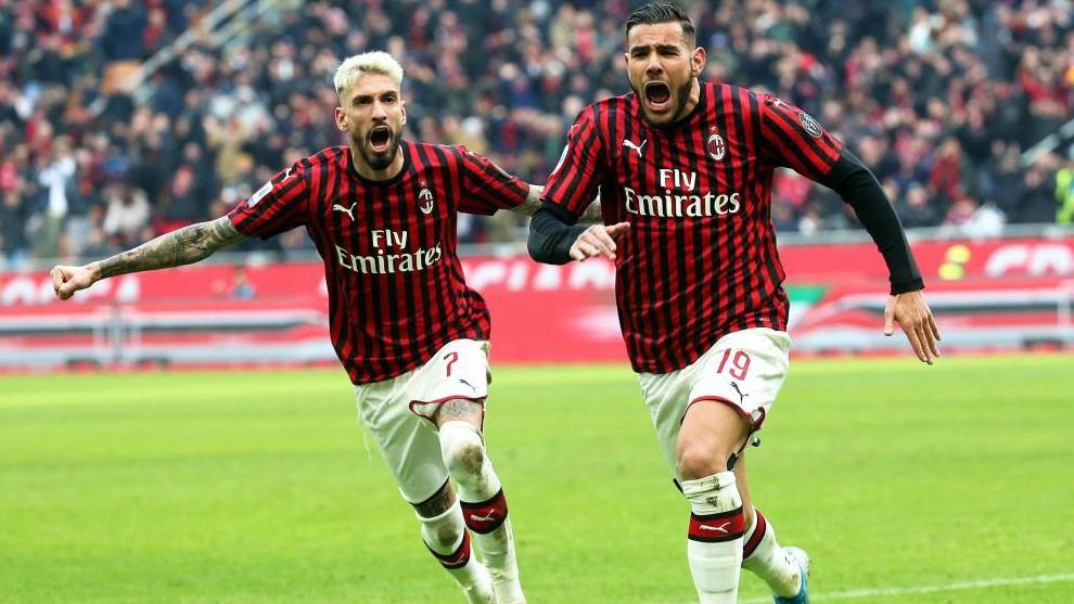 Theo celebrando un gol esta temporada con el Milan.