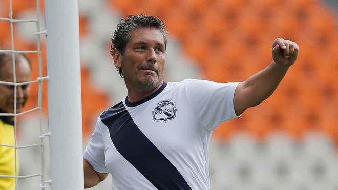 Carlos Poblete, en homenaje a Pablo Larios.