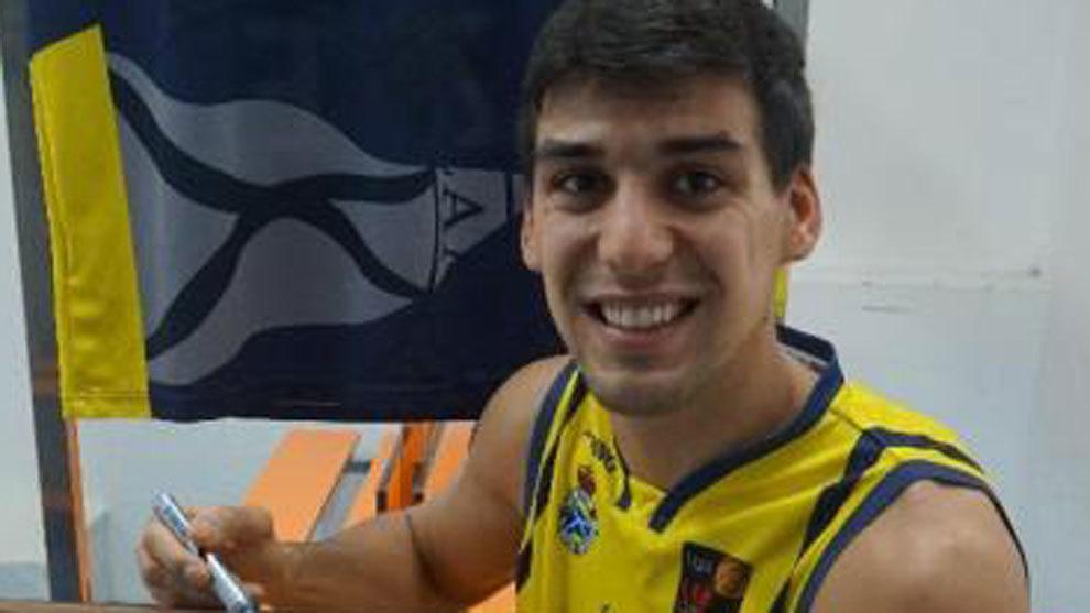 Facundo Corvalán, jugador del ZTE Canoe