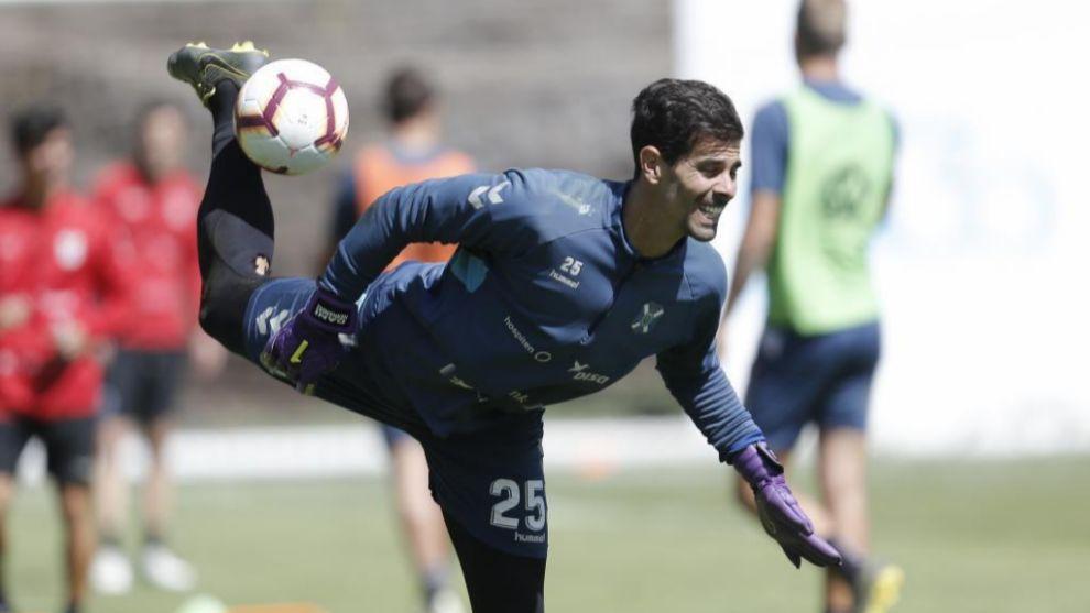 Dani Hernández, realizando ejercicios en un entrenamiento del...