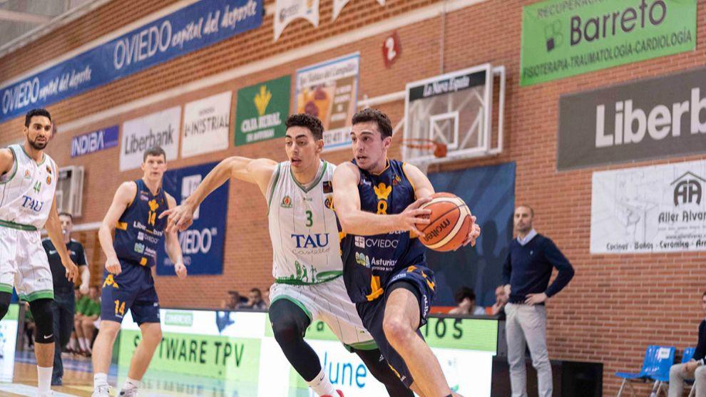 Álex Reyes, en un partido con el Oviedo.