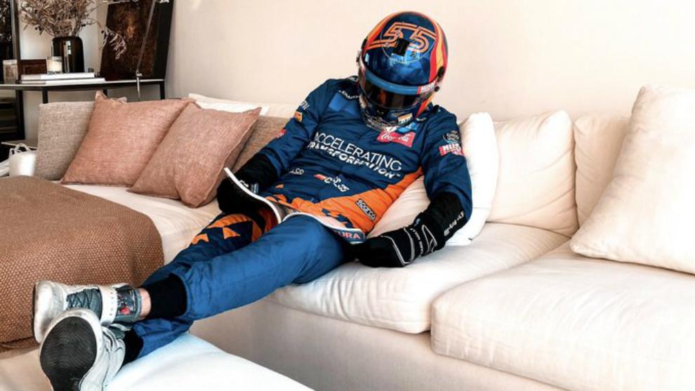 Carlos Sainz, durante el confinamiento en su casa.