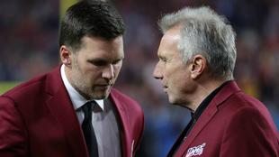 Tom Brady conversa con Joe Montana antes de la última Superbowl.