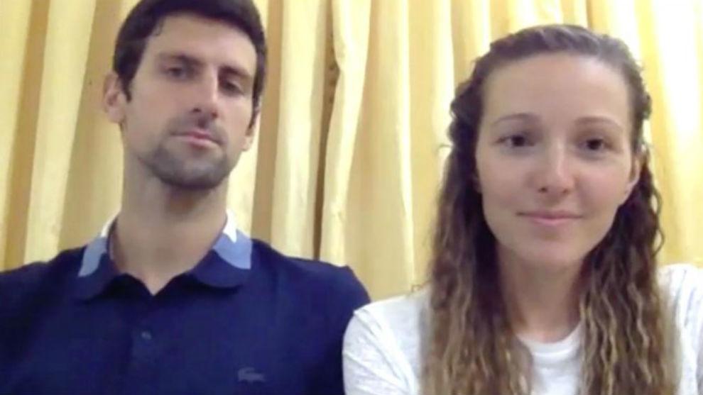 Djokovic y su mujer Jelena, durante la rueda de prensa