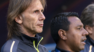 Nolberto Solano (derecha) es auxiliar de Gareca en la selección de...
