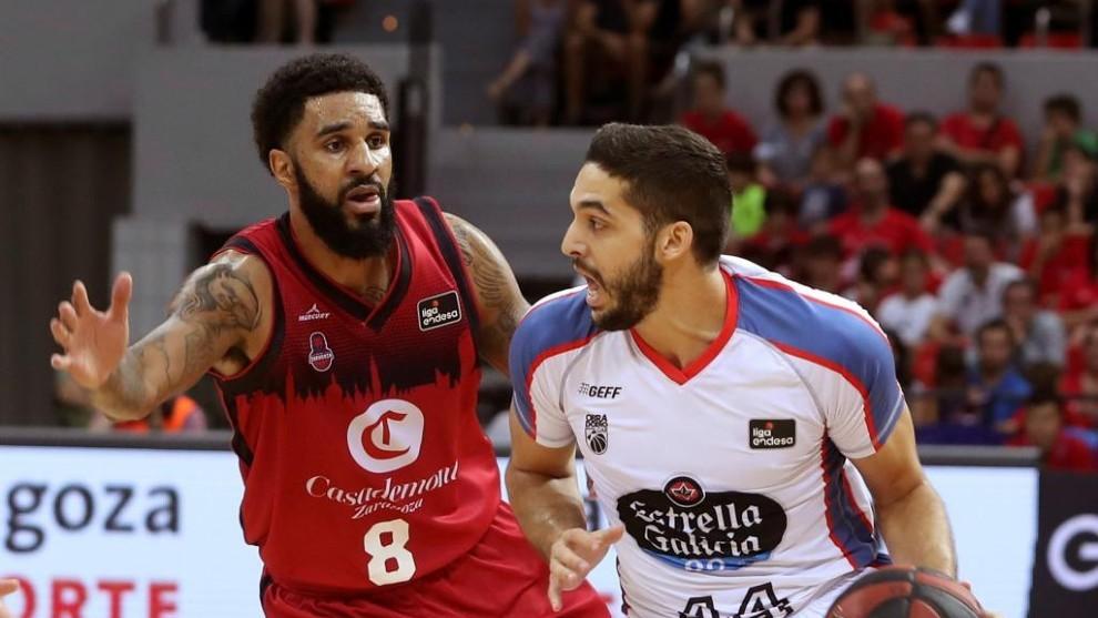 Seeley defiende a Pozas en un Zaragoza-Obradoiro.