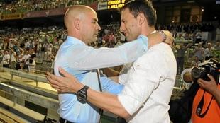 Jémez y Djukic se saludan antes de un partido