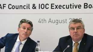 Sebastian Coe, en imagen de archivo junto al presiden del COI, Thomas...