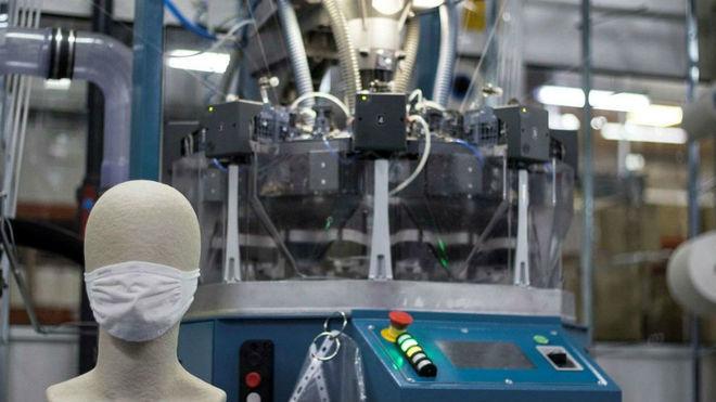La mascarilla protectora y las máquinas de producción de Lurbel.