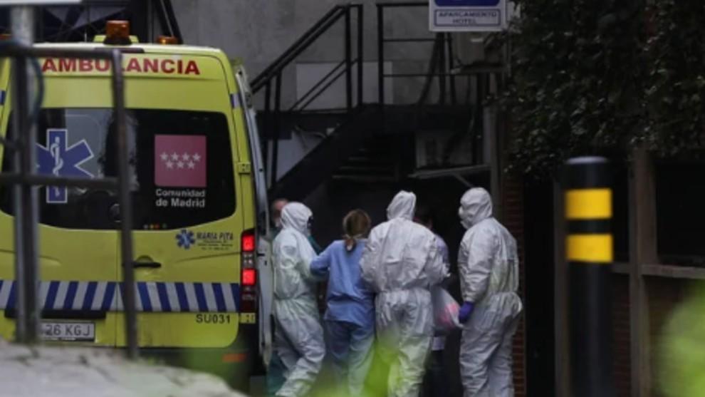 España supera su récord de muertes por el coronavirus: 832 en las...