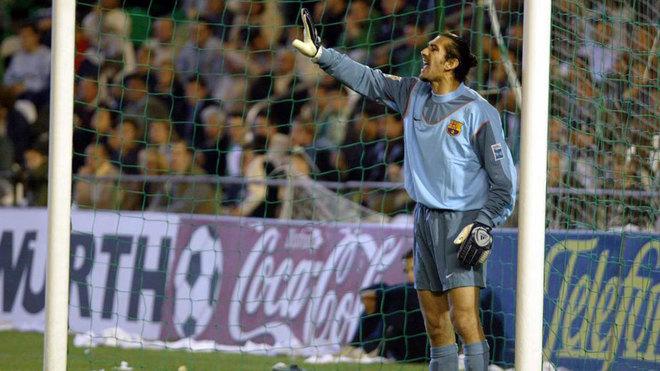 Rüstü Reçber, con el Barcelona en 2004.