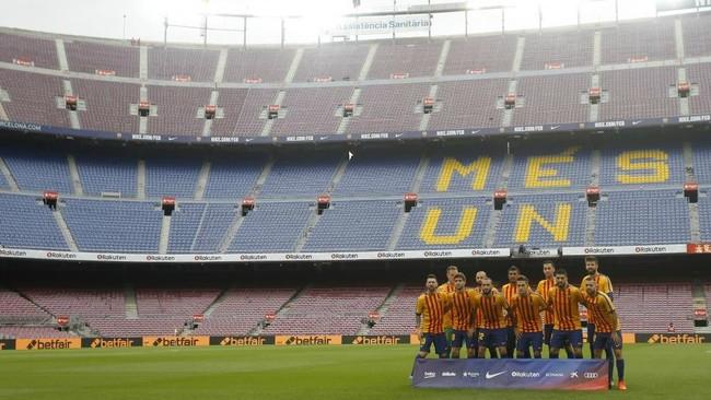 Partido celebrado a puerta cerrada en el Camp Nou entre el Barcelona y...