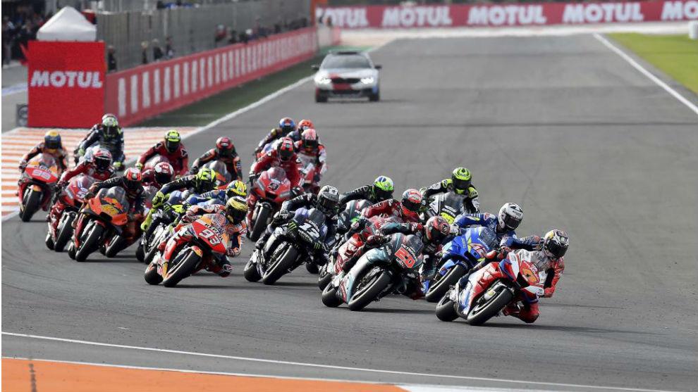 Salida de MotoGP en Valencia en 2019.