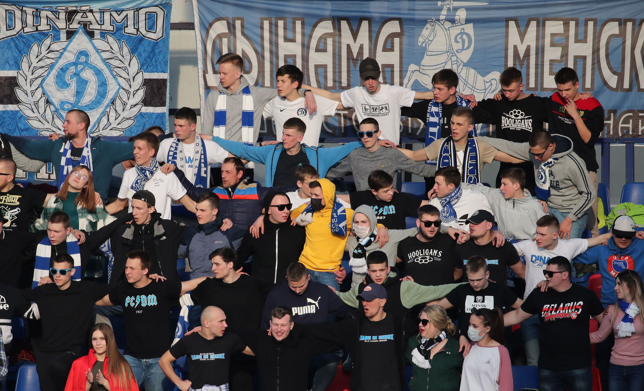 Minsk ( lt;HIT gt;Belarus lt;/HIT gt;), 28/03/2020.- Fans cheer, as they are watching the Belarusian Premier League soccer match between FC Minsk and FC Dinamo-Minsk in Minsk, lt;HIT gt;Belarus lt;/HIT gt;, 28 March 2020. lt;HIT gt;Belarus lt;/HIT gt; didnt suspend soccer games, as most of European countries did because of coronavirus COVID19 pandemic. lt;HIT gt;Belarus lt;/HIT gt; plans to hold all soccer matches, as scheduled, local media reports. (Bielorrusia) EFE/EPA/TATYANA ZENKOVICH