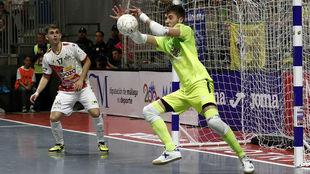 Espíndola detiene un disparo durante la pasada Copa de España.