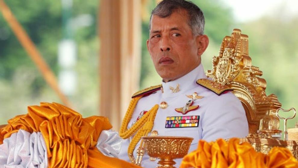 El rey de Tailandia se confina en Los Alpes con 20 concubinas