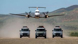 Las tres unidades de Defender 110 al comienzo de la expedición de...
