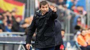 Alber Celades dirige un partido del Valencia esta temporada.