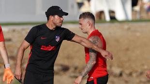 Trippier y Simeone durante un entrenamiento.