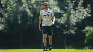 Míchel, en un entrenamiento con Pumas.