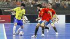 Daniel encara a Eric Martel y Bebe durante el último España-Brasil.