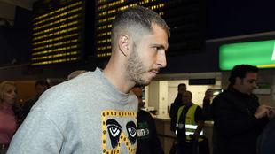 Guido Rodríguez, en el aeropuerto