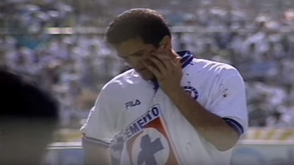 Carlos Hermosillo anotó el gol de oro que le dio el título a Cruz...