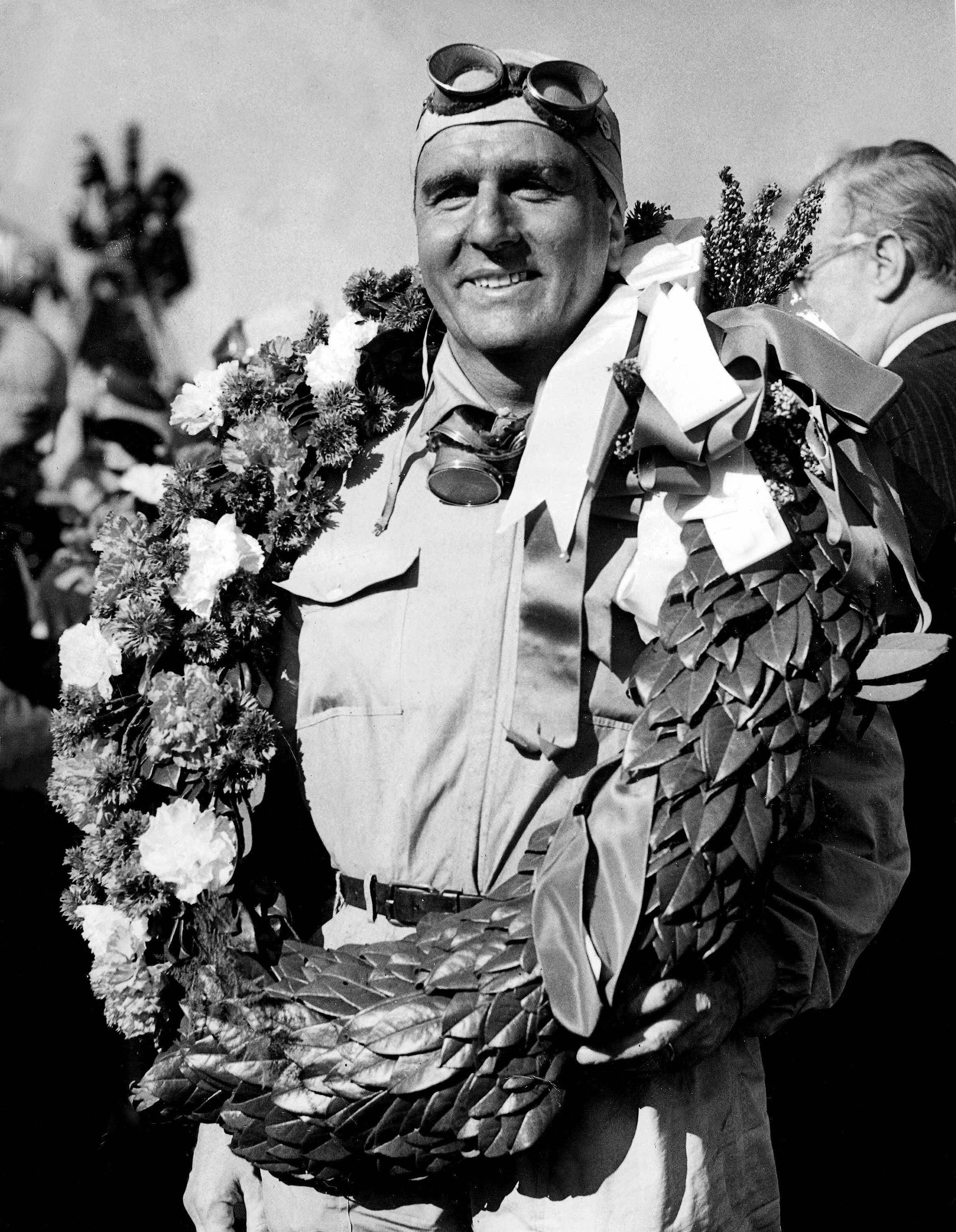 Giuseppe lt;HIT gt;Farina lt;/HIT gt; (ITA) Alfa Romeo Alfetta 158 ganó el primer G.P. de la historia de la F1 en lt;HIT gt;Silverstone lt;/HIT gt; GB el 13 Mayo 1950. lt;HIT gt;Farina lt;/HIT gt; GB 1950.jpg - 20050917