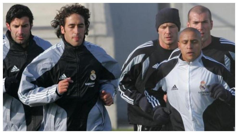 Figo, Raúl, Beckham, Zidane y Roberto Carlos, en un entrenamiento del...