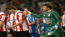 Aranzubia saluda a Fernando Llorente tras el Athletic-Deportivo de...