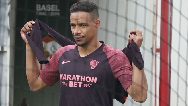 Fernando, entrenando con el Sevilla.