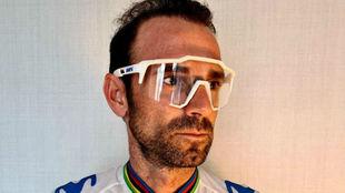 Alejandro Valverde, con unas gafas.
