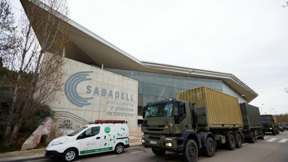 Llegada del Ejército a la pista cubierta de Sabadell
