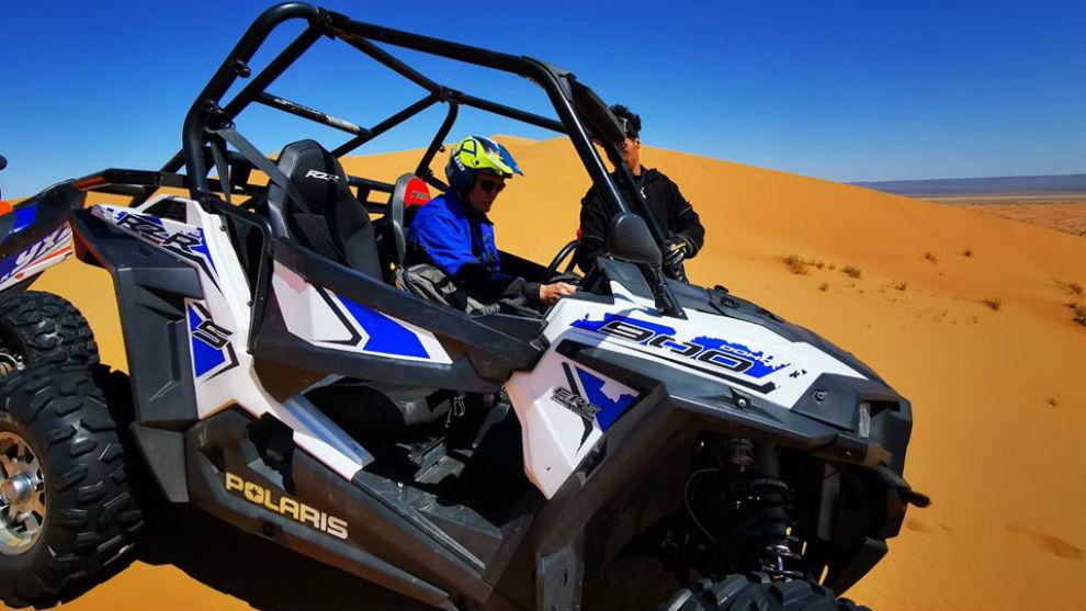 Nacho Vidal, pilotando el SSV en Marruecos.