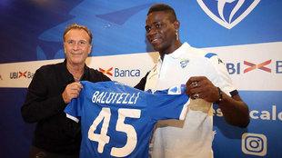 Cellino, el día de la presentación de Mario Balotelli a inicios de...