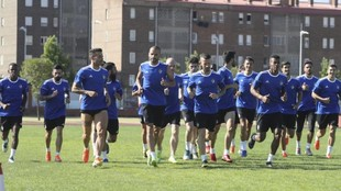 Los jugadores de la Ponferradina, en un entrenamiento.