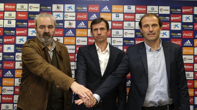 El consejero Paredes, el entrenador Ziganda y el director deportivo,...