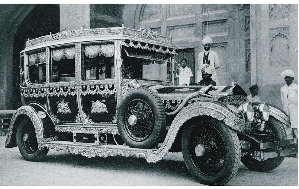 La excentricidad era también hace un siglo norma común en los coches de las autoridades asiáticas.