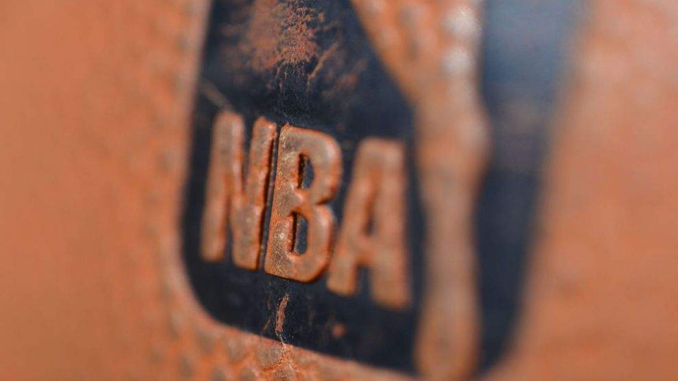 Logo de la NBA en un balón de Spalding.