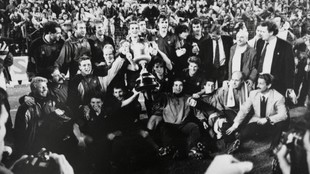 Los jugadores del Barcelona celebran el título de Copa de 1990.