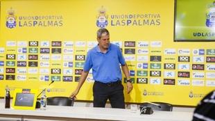 Manolo Márquez, antes de una rueda de prensa cuando era entrenador de...
