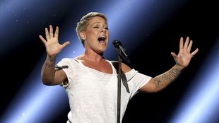 Famosos con coronavirus: la cantante Pink y su hijo se recuperan de...