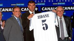 Florentino, Zidane y Di Stéfano, de izquierda a derecha el día de la...