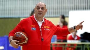 Lucas Mondelo, durante un entrenamiento de la selección femenina.